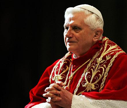 pope_benedict_sitting-759001